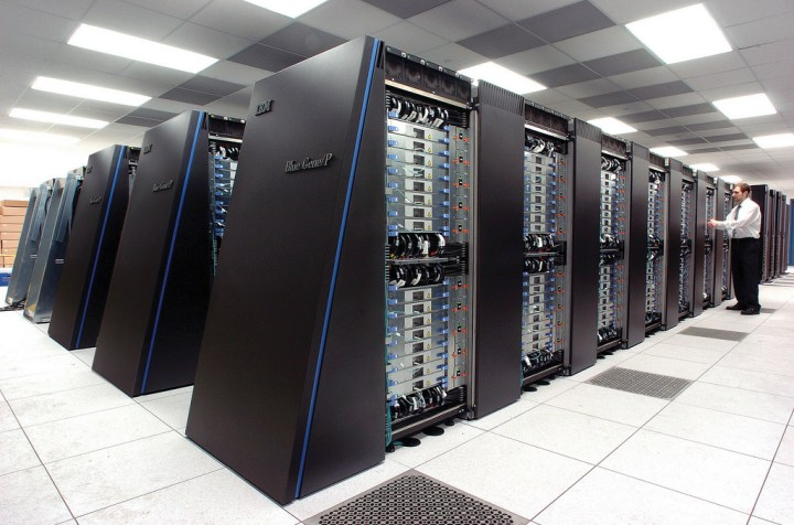 Supercomputador Blue Gene/P de Argonne com 163.840 núcleos de processamento, tem a capacidade de processamento no pico de 557 Teraflops