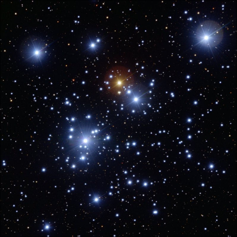"""O equipamento FORS1 do Very Large Telescope (VLT) no observatório do ESO no Monte Paranal foi usado para capturar esta imagem aguçada da colorida """"Caixa de Jóias"""", o aglomerado estelar NGC 4755. Devido ao enorme espelho do VLT bastou ajustar o tempo de exposição de 'apenas' 2,6 segundos, através filtro azul (B), 1,3 via filtro amarelo/verde (V) e 1,3  segundos para o filtro vermelho (R). O campo de visão se espalha por 7 minutos de arco. Crédito: ESO"""