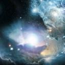 Impressão artística mostra um quasar primordial, cercado por nuvens de gases e poeira cósmica, estrelas e aglomerados de estrelas jovens. Novas pesquisas sugerem que as galáxias massivas tiveram sua formação de estrelas paralisada quando o Universo estava ainda nos seus primórdios, com cerca de 3 bilhões de anos de idade. Os astrônomos suspeitam que os buracos negros centrais supermassivos (que existem no coração dos quasares) exerceram uma influência sobre a interrupção do nascimento de novas estrelas. Crédito: NASA / ESA / ESO / Wolfram Freudling et al. (CCTEP)