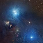 Panorama de estrelas e poeira cósmica em Corona Australis