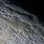 Tartarus Dorsa: New Horizons revela a superfície 'pele de cobra' em Plutão