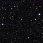 ESO: O telescópio VISTA identifica as primeiras galáxias gigantes no Universo bebê