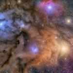 As nuvens cósmicas coloridas de Rho Ophiuchi por Tom Masterson