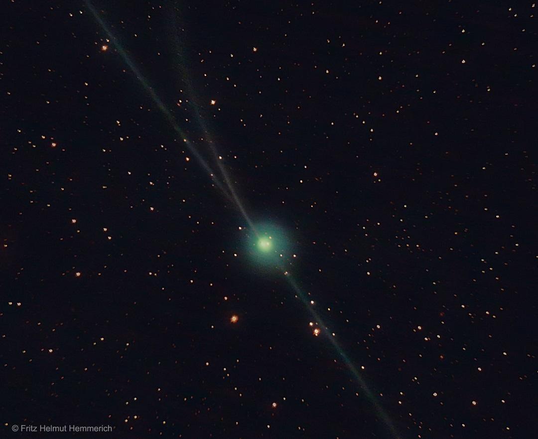 As 'quase' três caudas do cometa 2P/Encke por Fritz Helmut Hemmerich