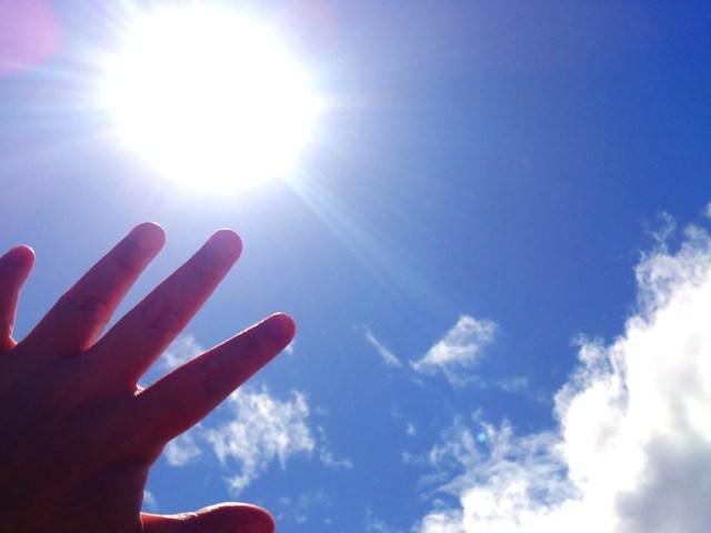 夏の暑さを太陽光パネルで軽減