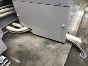 パナソニック エコキュート 脚部カバーの取付で配管の保護