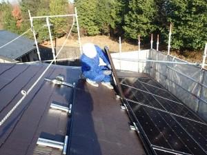 太陽光パネルのケーブルの固定
