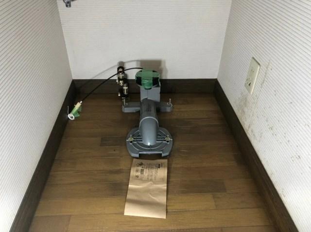 排水管をフランジにセット