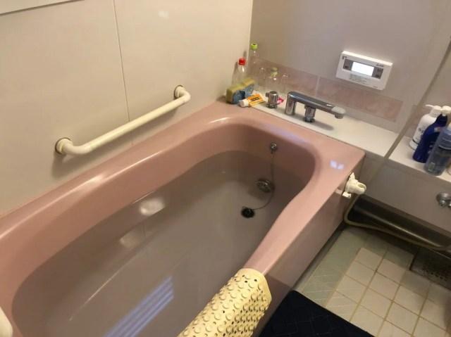 浴槽に水を貯める