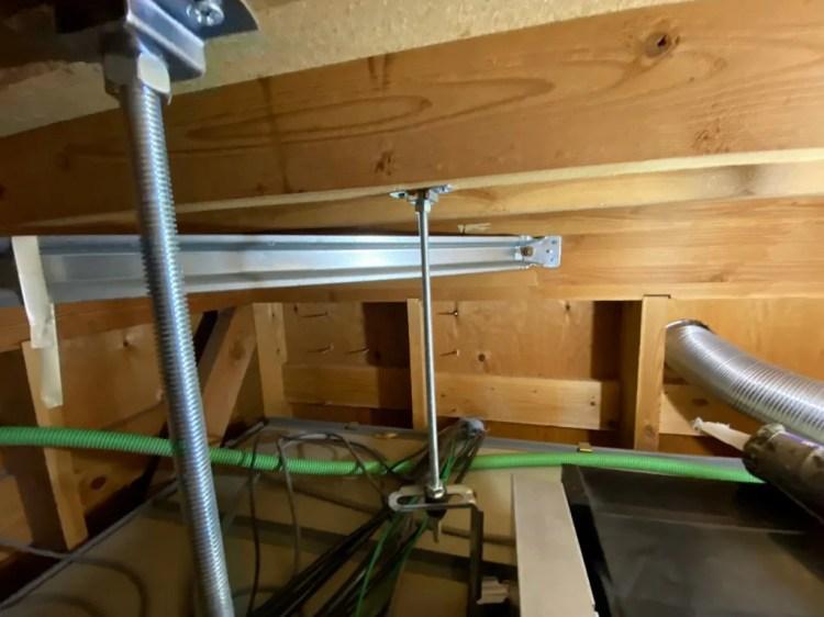 パワーコンディショナーの配線を室内に隠蔽配線
