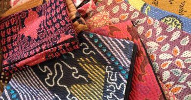 カンタ刺繍のポーチ