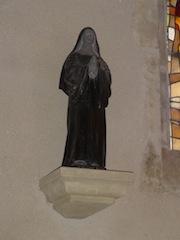 Statue de Soeur Marie Rose dans l'église de Caderousse