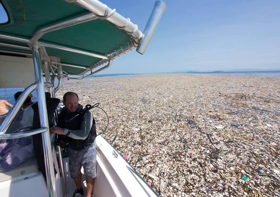 Σοκαριστικές εικόνες από απορρίμματα πλαστικών και φελιζόλ στη θαλάσσια περιοχή της Καραϊβικής