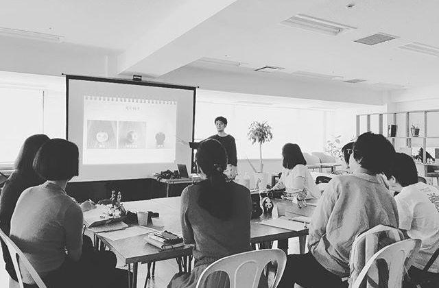 「たのしいカメラ学校デジタル一眼講座」、まずは入門コースがはじまりました!今回も愉快な仲間が集まってたのしいクラスです️・・8月から初級コース、9月から中級コースがはじまります。詳細はHPをご覧ください!#たのしいカメラ学校 #写真教室 #デジタル一眼 #赤荻武 #leagueyurakucho