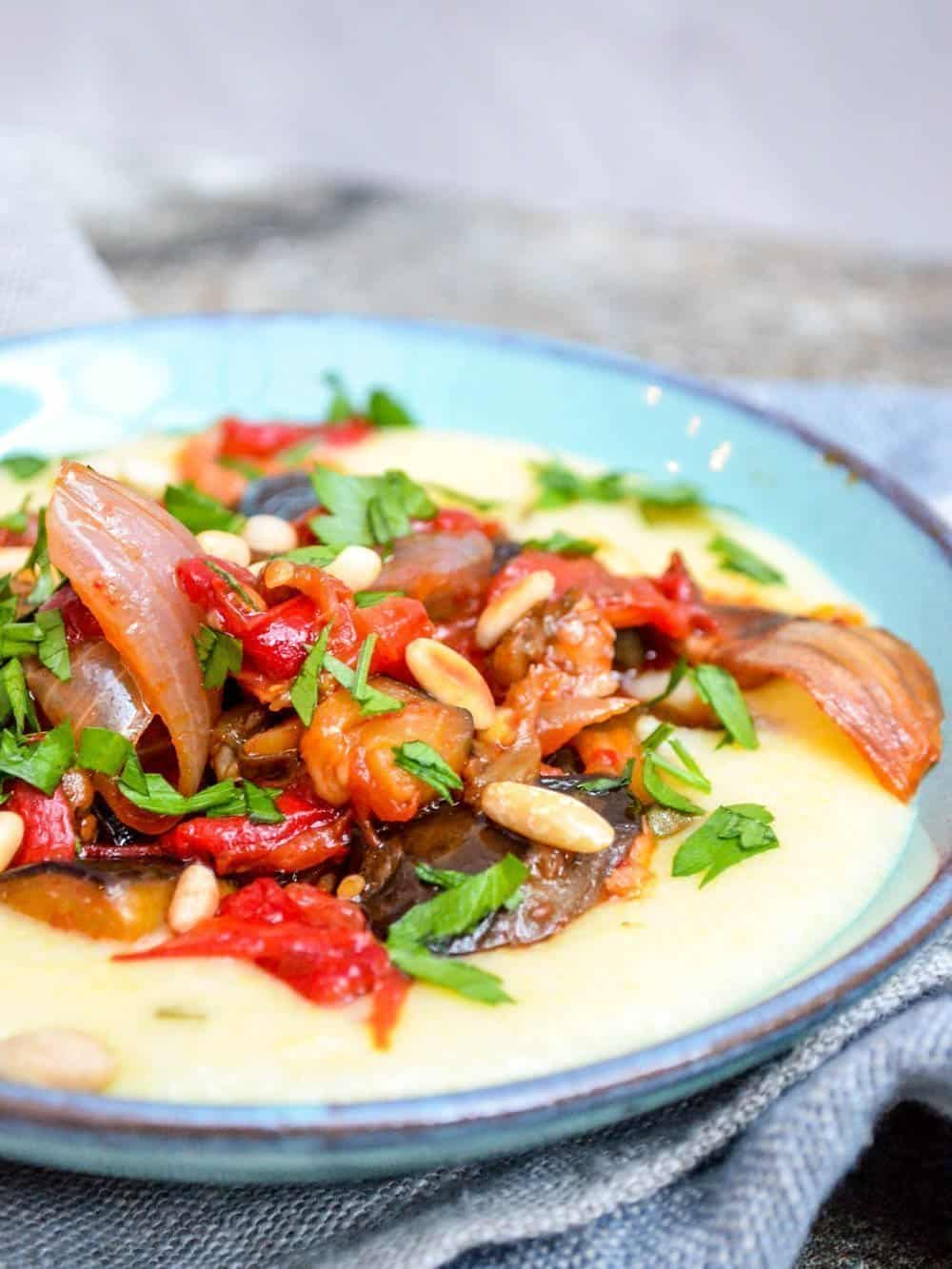 Polenta med ovnsbakt caponata - oppskrift / Et kjøkken i Istanbul