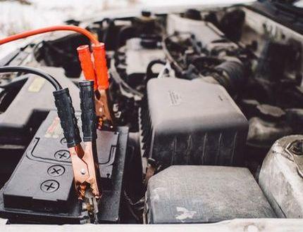 자동차 배터리를 충전하는 방법