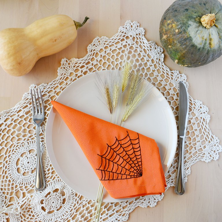 Sustainable Halloween table decor with hand embroiderd fabric napkins