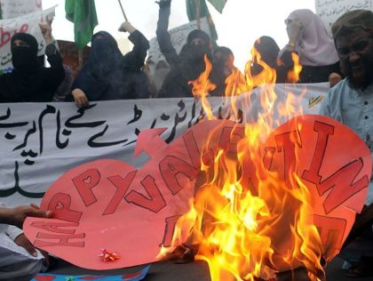 Pakistan bans Valentine's Day