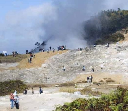 Steam from volcano injures 10 tourists in Indonesia's Central Java province