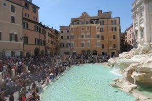 Summer tourists flock to Italy in record numbers