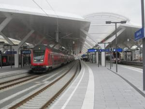 Bomb alert at Salzburg's central station brings train service to grinding halt