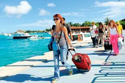 Foreign tourists ignore crackdown on political dissent, flock to Maldives