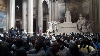 Chaos in Paris: Illegal migrants storm famous tourist site, demand 'papers'