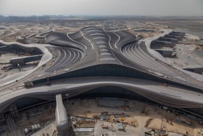 Two Etihad Aircrafts and 800 fake Passengers give Abu Dhabi Midfield Terminal a try
