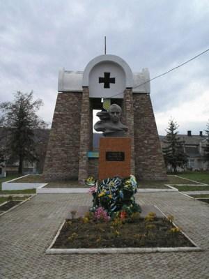 Памятник_Степану_Бандері_в_Заліщиках