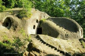 Скальный монастырь в Розгирче