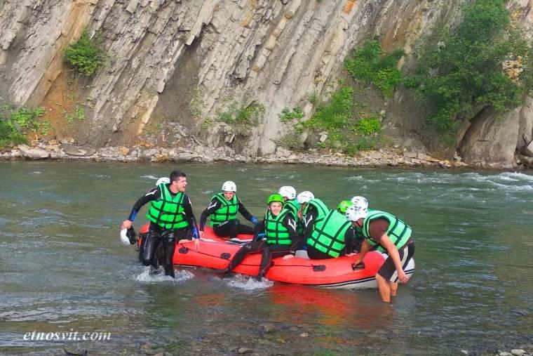 Рафтинг по реке Черный Черемош