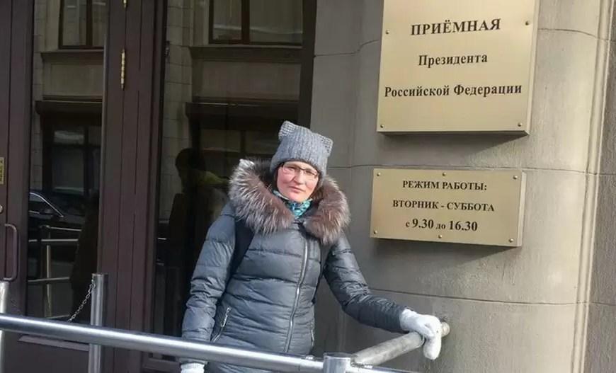 Жительница Нефтеюганска ОльгаВасильевапроводит пикеты в Москве.