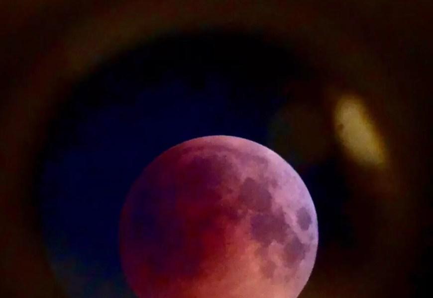 Затменная Луна