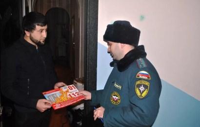 В Нефтеюганске сотрудники МЧС навестили многодетные семьи