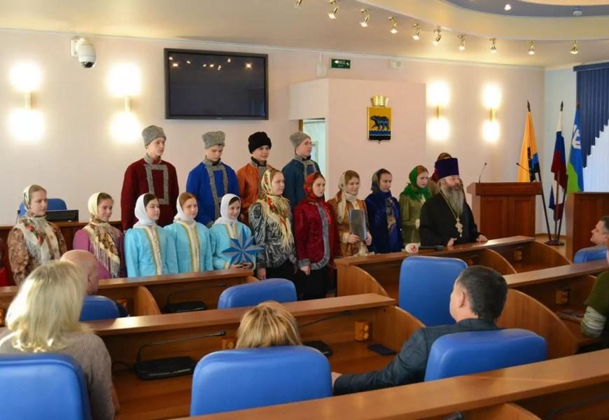 Воспитанники нефтеюганской воскресной школы побывали в гостях у депутатов