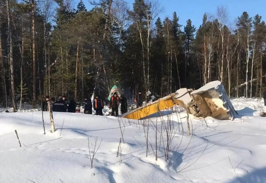 В Нефтеюганском районе спасатели подняли со дня озера тело машиниста