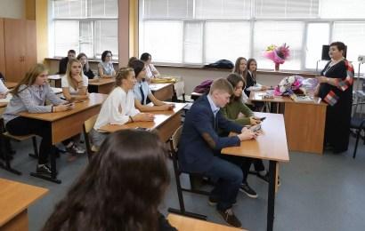 Правительство Югры пообещало учителям зарплаты в 69,5 тыс рублей.