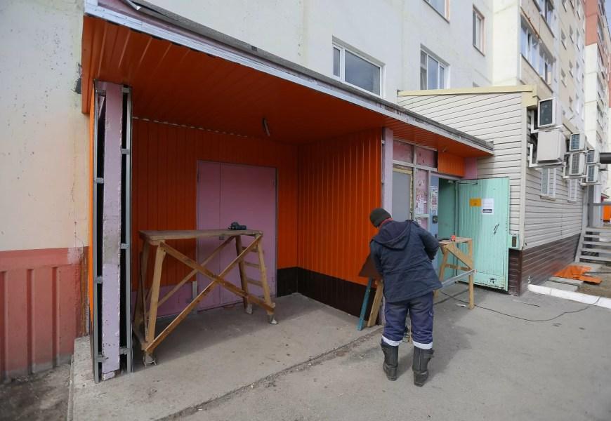 В Нефтеюганске УК «Сфера жилья» до конца лета сделает ремонт в 13 домах.
