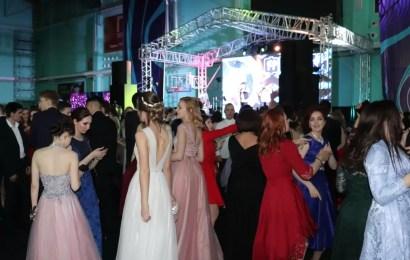 В Нефтеюганске состоялся бал «Выпускник-2019».
