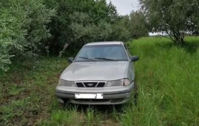 В Нефтеюганске рецидивист угнал авто и попал на нем в ДТП