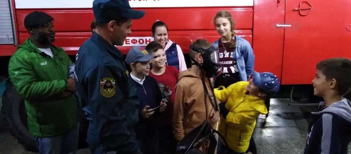 Воспитанники детлагеря «Joббeры» познакомились с профессией пожарный