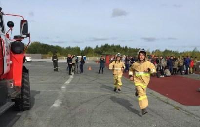 В Нефтеюганске проходят XXI городские соревнования «Школа безопасности»