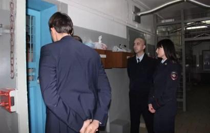 В Нефтеюганске общественники проверили местный изолятор