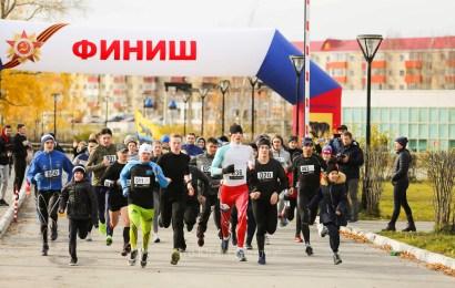 В Нефтеюганске пятилетие «Жемчужины Югры» отметили 5-километровым забегом