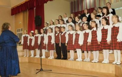 Учащиеся «ДМШ им.В.В.Андреева» провели праздничный концерт в первой школе.