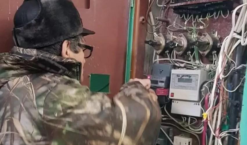 В Нефтеюганске должников по ЖКУ продолжают лишать коммунальных благ.