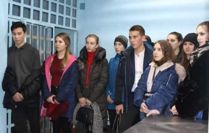 В Нефтеюганске «Студенческий десант» высадился на базе городской полиции.