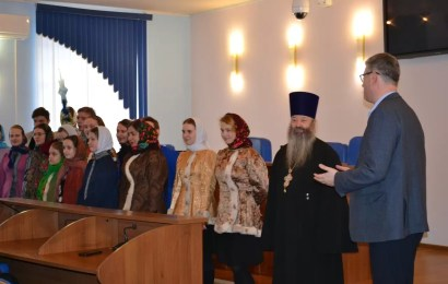 В администрации Нефтеюганска прошли традиционные Рождественские колядки.