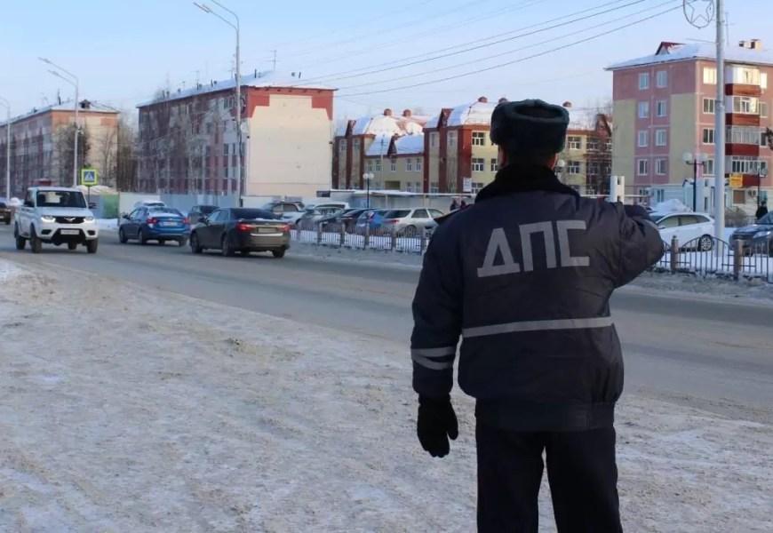Нефтеюганские полицейские задержали на дороге двоих нетрезвых автомобилистов.