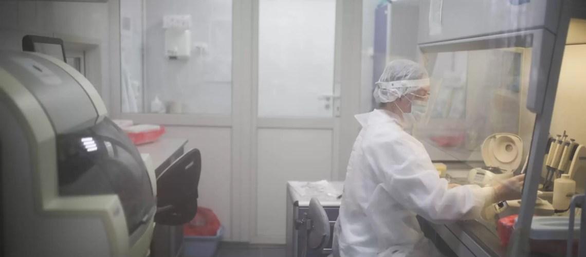 Работающие с COVID-19 врачи смогут выйти на пенсию досрочно